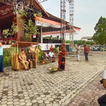 Upacara Adat Tepung Tawar, mengawali pembukaan Rangkaian Peringatan HUT Kutai Barat Ke-20
